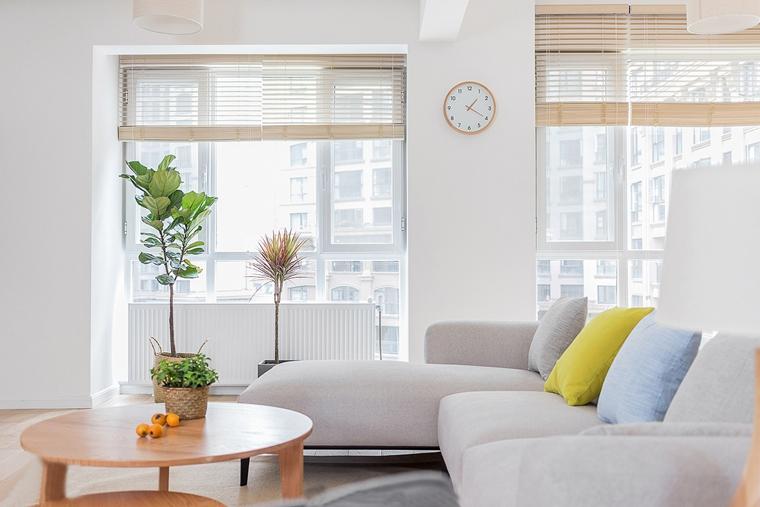 日式风格三居室装修客厅绿植