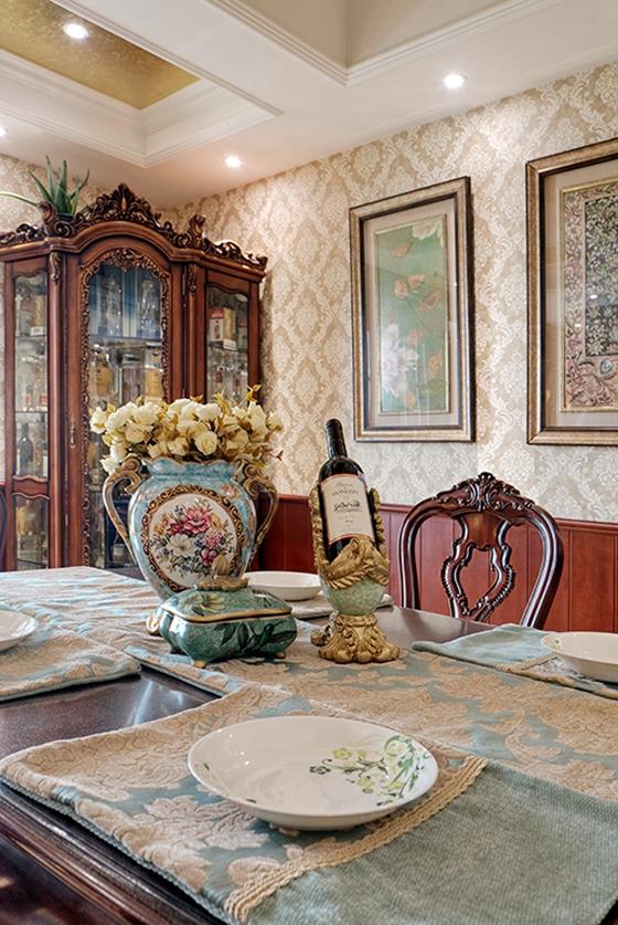 浓墨重彩的欧式风格装修餐厅墙面装饰