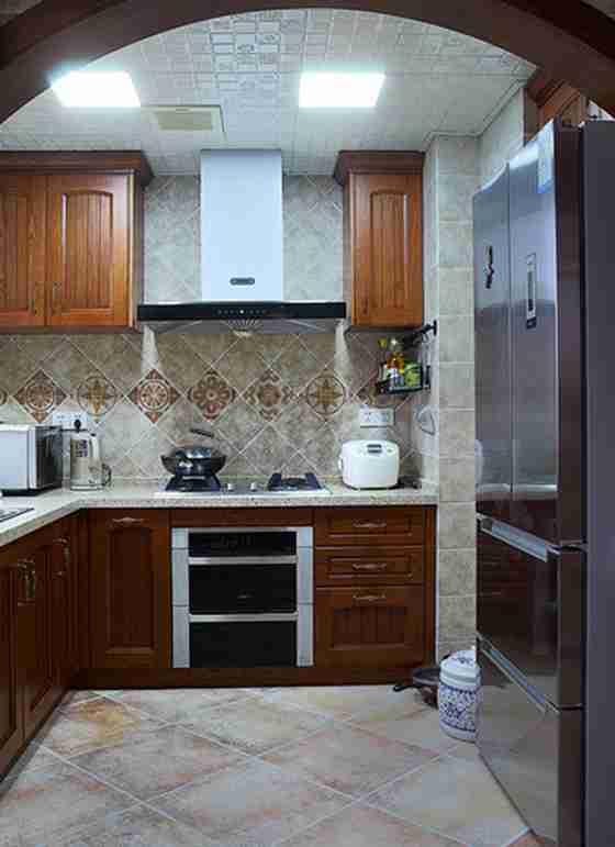 温馨有品味的别墅装修厨房效果图