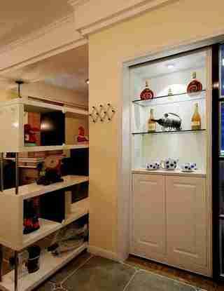 100平两居室装修餐边柜