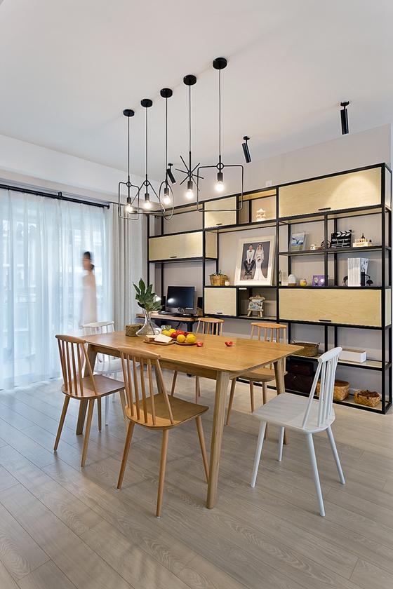 清新两居室装修实木餐桌图片