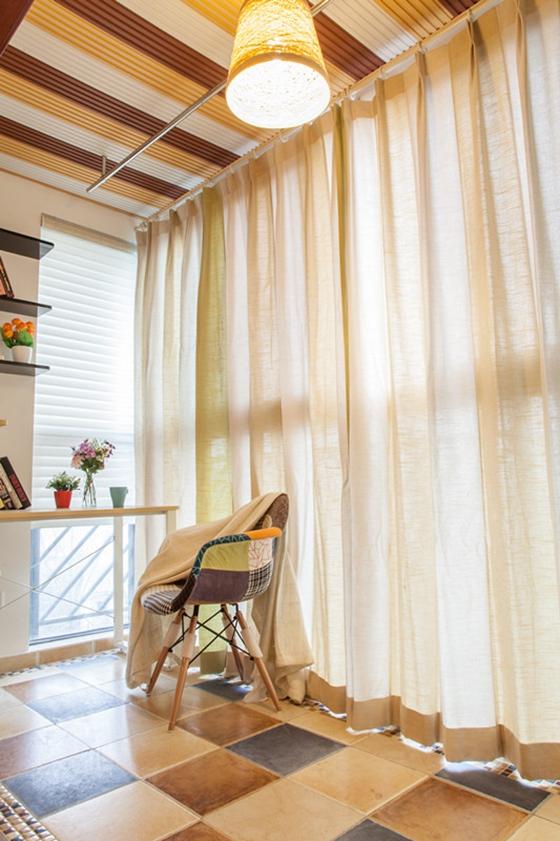 60平小两室装修阳台窗帘效果图