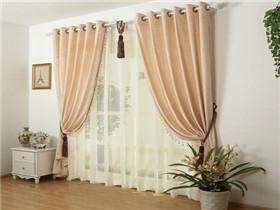 卧室窗帘什么材质比较好 卧室窗帘颜色该如何搭配