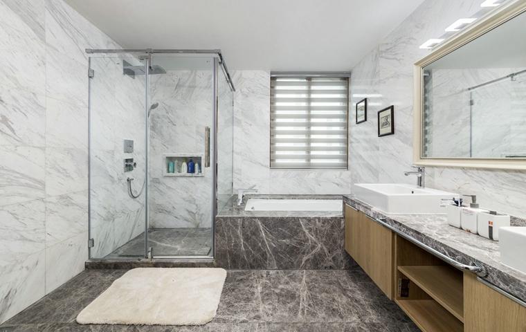 简约风格三居室装修卫生间装修图