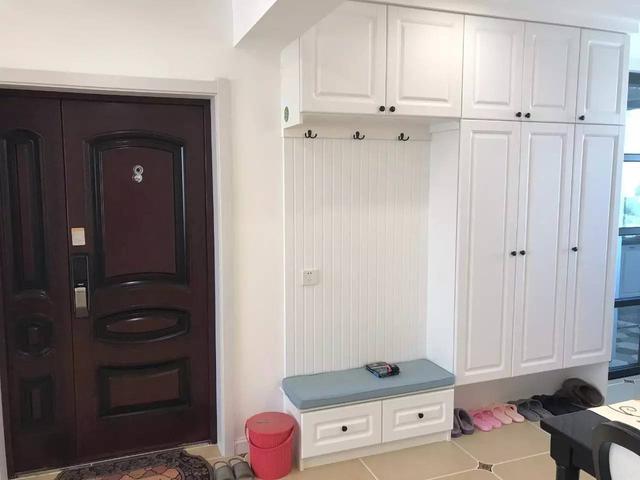 温暖家招牌水电 十年品质保证 玄关 玄关位置的换鞋凳 鞋柜组合的图片