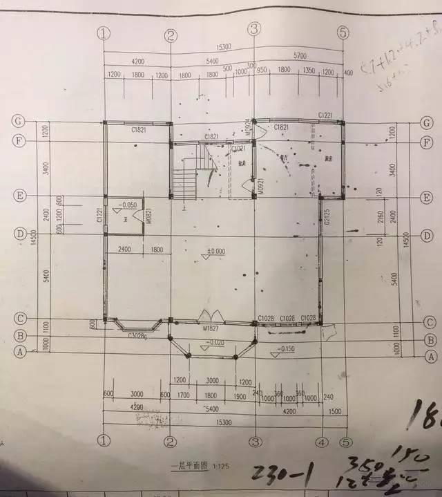 房子的平面设计图,一楼二楼还有阁楼; 二楼的休闲区,看外面的楼房,破