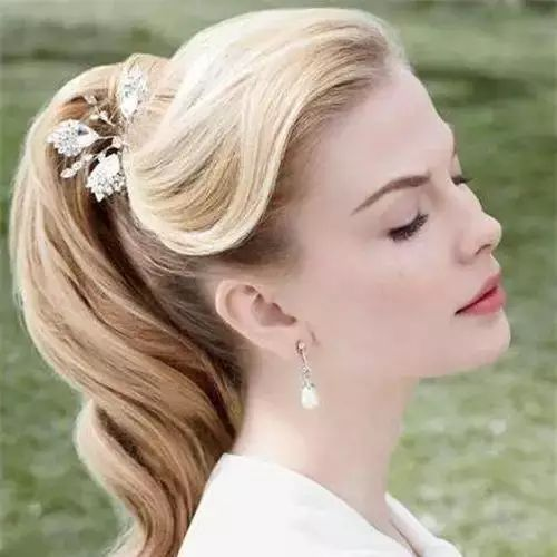 打造一款好看的长发新娘发型,尽显气质!