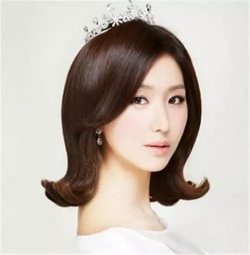 (10)这样的短发新娘发型,让你显得俏皮可爱!
