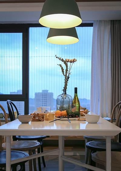 简单90平米房屋装修餐桌图片