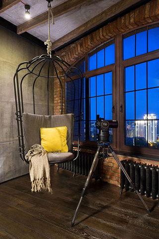 室内简约铁艺吊椅装修图