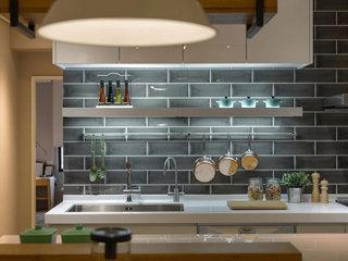 现代简约风格装修厨房收纳图片