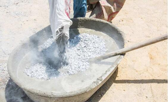 為何老師傅們裝修都選擇水泥漿?瓷磚膠性能那么好,為什么不選?