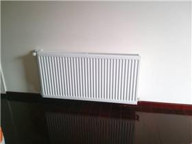 卫生间暖气片不热怎么处理 暖气片和地暖有啥区别
