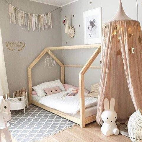 加上白色的可爱床铺,粉色的星星小帐篷,整个房间都温馨无比.
