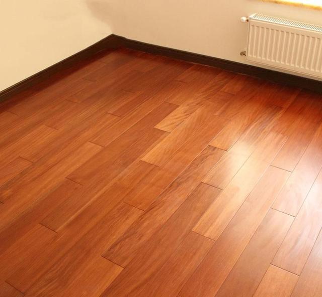 木地板选窄板好还是宽板好?我家选错一年就变形_自