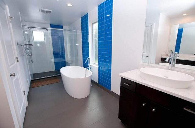卫生间装修用防水漆还是瓷砖好?听贴砖师傅怎么说,句句大实话!