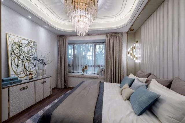 装修头条 自媒体 正文  主卧整体风格是简单舒适,灯光柔和,床头设计的图片