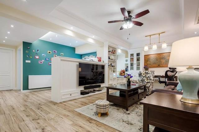 小客厅设计出实用又有品味的电视背景墙