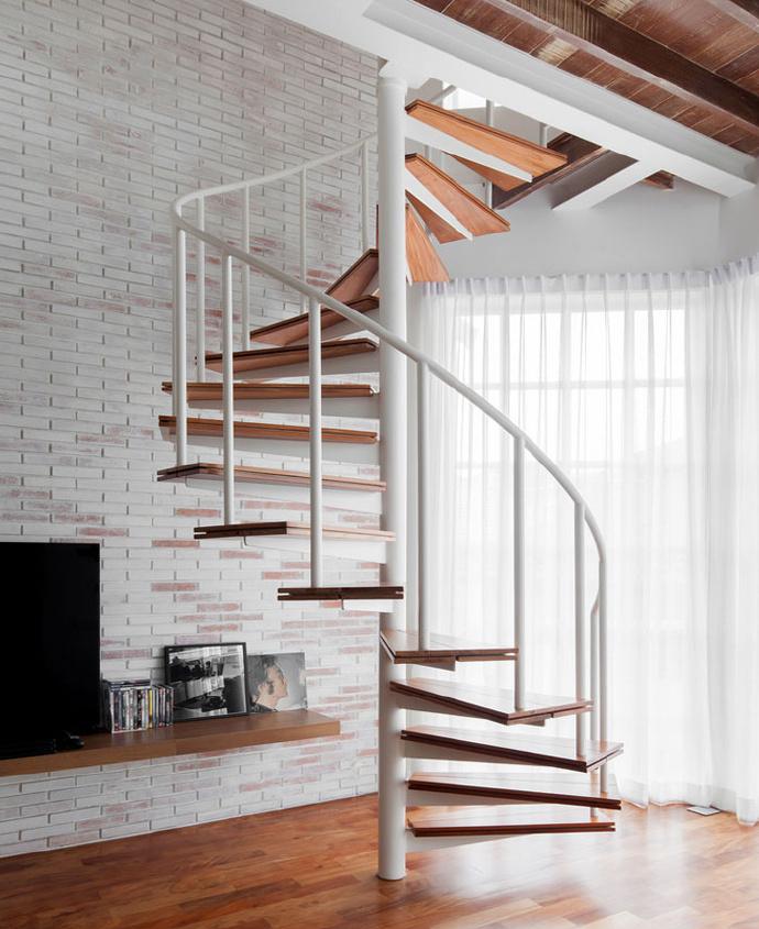 复式配上旋转楼梯,小户型也可以很优雅!图片