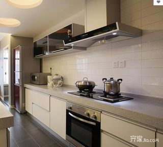 130平米三居室装修厨房布局图