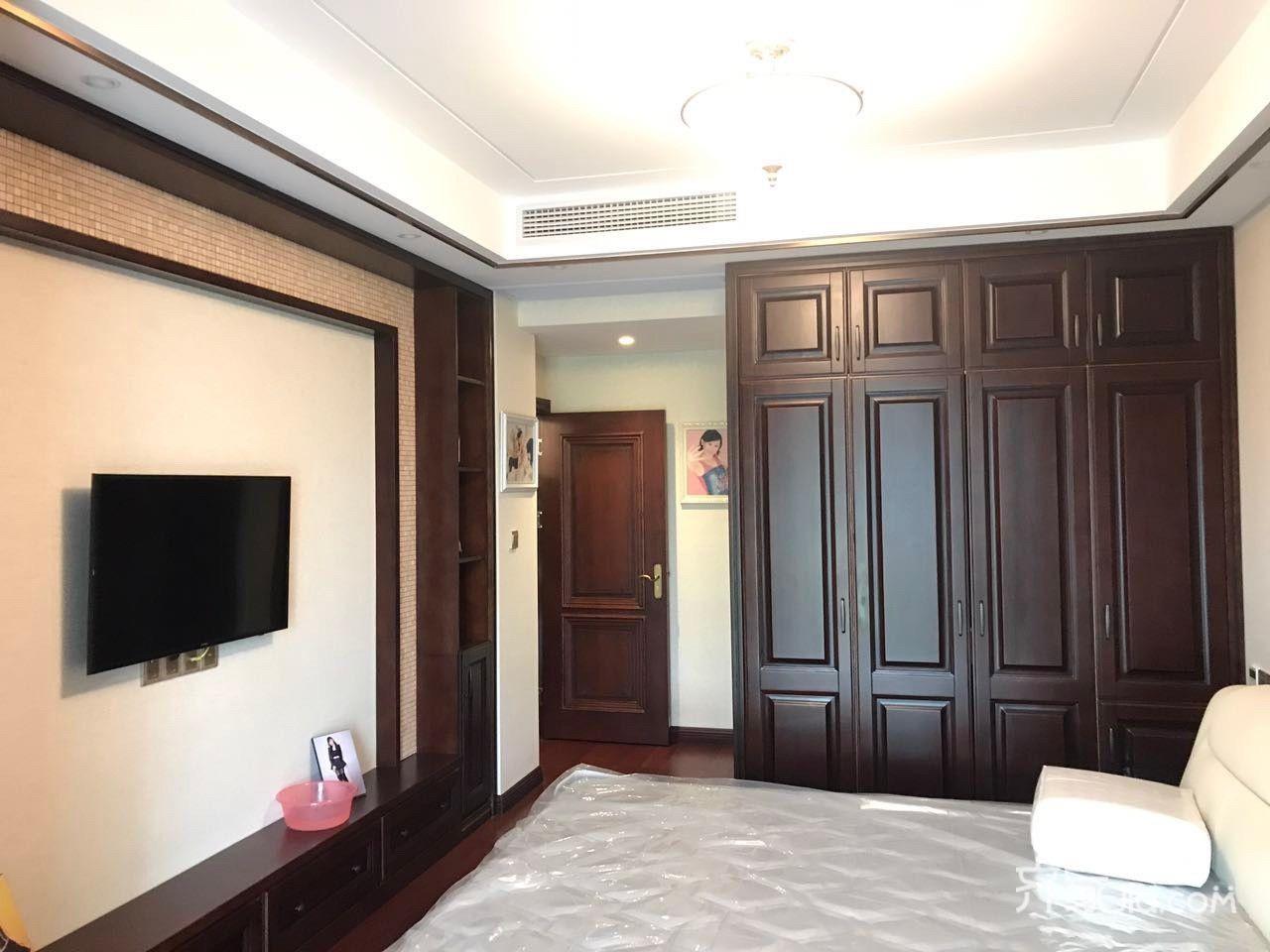 中式三居室装修电视背景墙图片