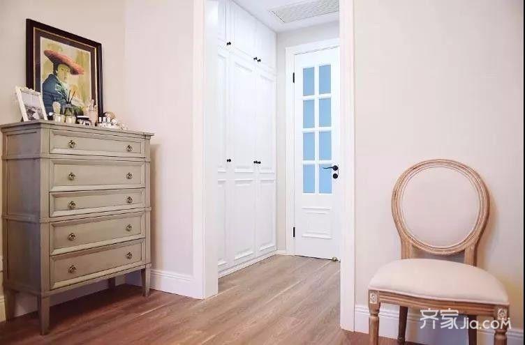 三居室混搭风格装修衣柜图片
