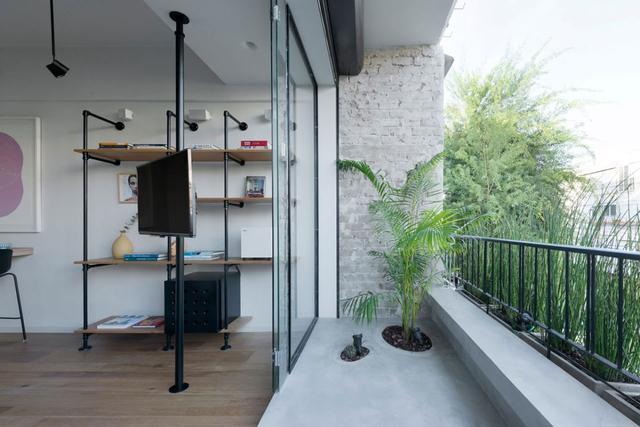 晒晒我合肥的新家,阳台跟客厅做玻璃隔断,采光好绿化棒,漂亮!