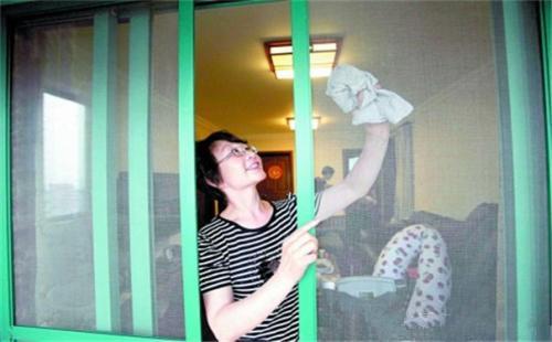 纱窗怎么清洗 5种纱窗清洁妙招