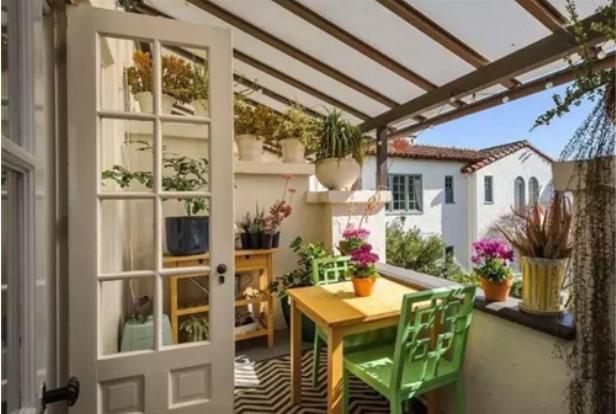 阳台的装修设计图片  展示阳台的功能与休闲性