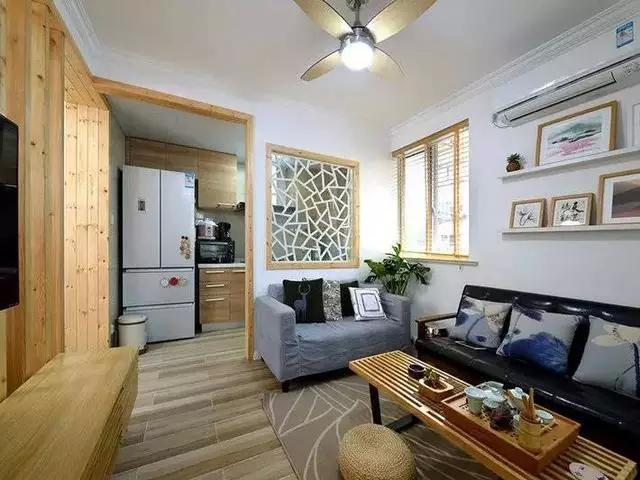主卧铺了浅色地板,家具全部都是原木色. 2018-04-11 16:22:37