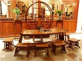 一套红木家具多少钱  红木家具有哪些特点