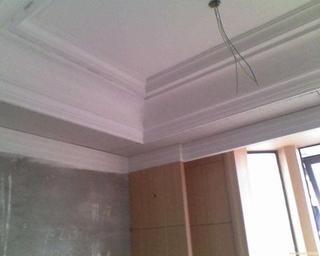 客厅吊顶用天花板还是石膏线?要先看看这些情况才能定