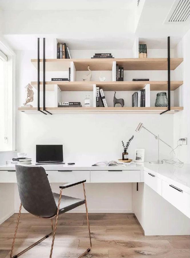 """""""7字型""""加长版书桌,书架层板用木饰面层板加白色烤漆立板和黑色不锈钢"""