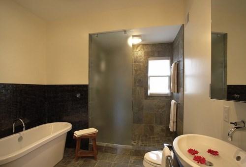 卫生间玻璃隔断价格 做玻璃隔断有哪些事宜要注
