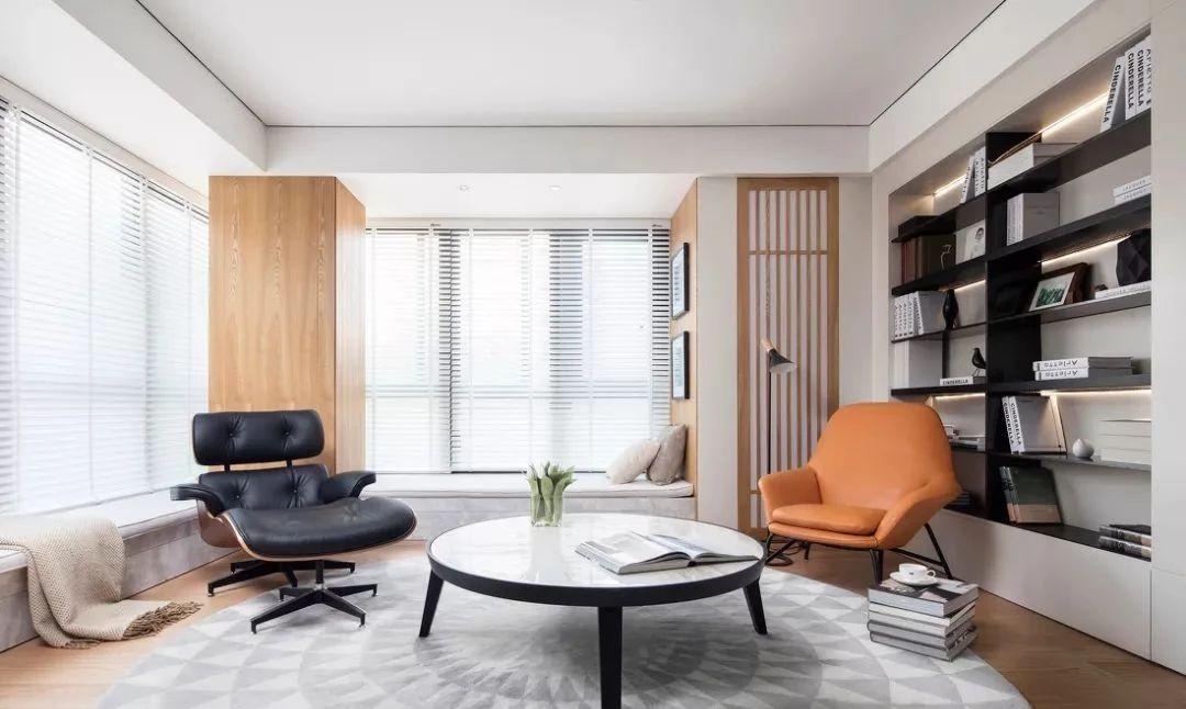 这个案例客厅拥有客厅,书房,钢琴房,三重属性.
