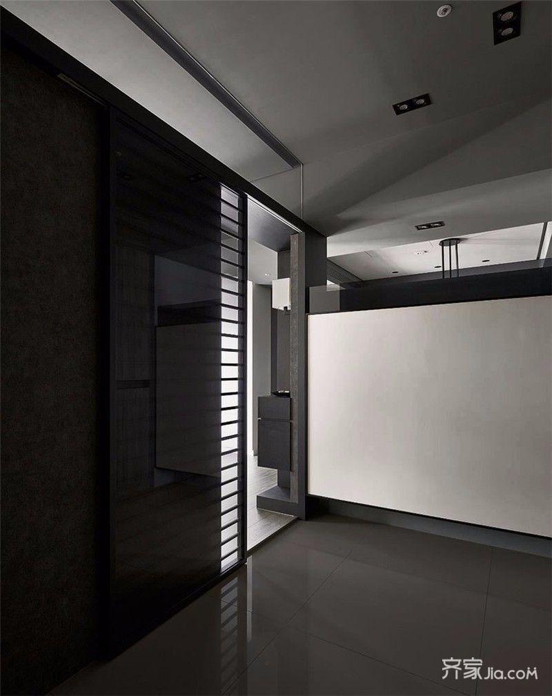 墙采用了灰色墙漆与灰***的窗帘相呼,浅色床饰作为点缀,木色的地板