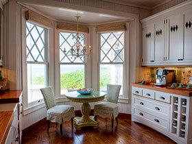 15款与餐桌紧密相连的飘窗 看空间的充分利用