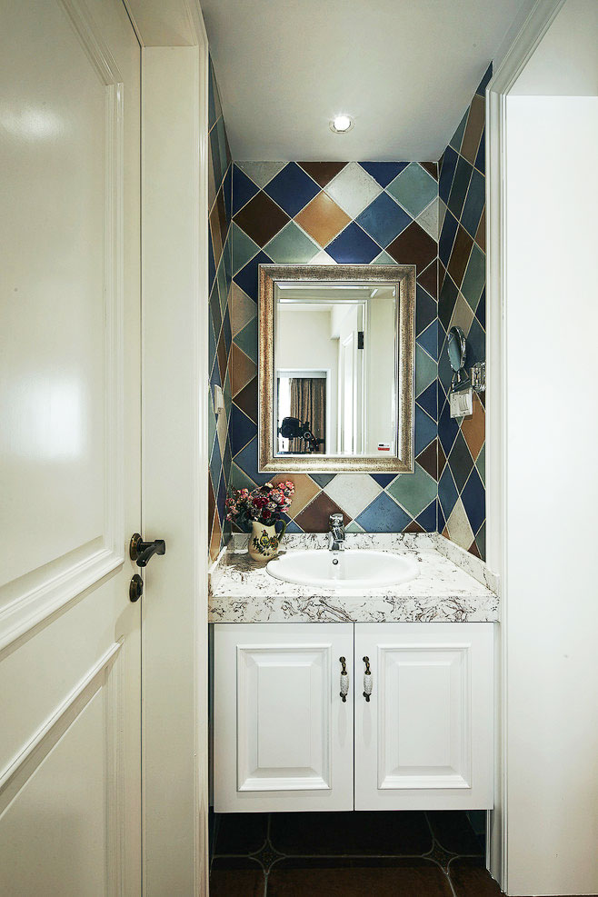 小型浴室柜效果图
