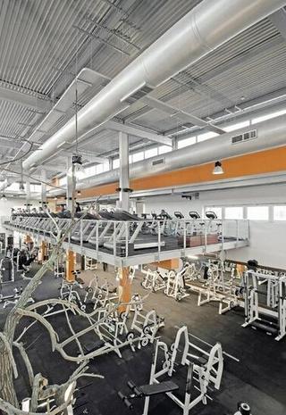 现代体育馆健身房装修图片