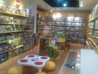 乐高玩具专卖店橱窗陈列图片欣赏