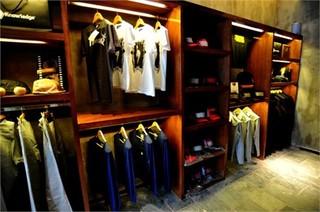 服装店室内挂架装修图片欣赏