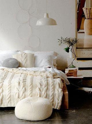 米色卧室毛线凳子
