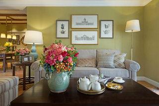 嫩绿色沙发背景墙装修效果图