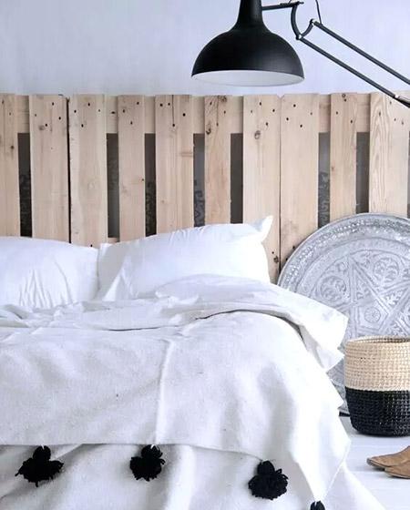 木质卧室床头效果图