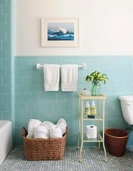 淡雅蓝色卫生间瓷砖装修