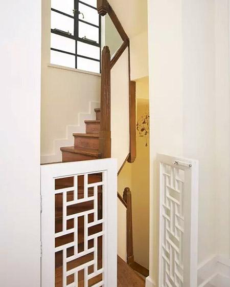混搭风复式楼梯 韩式雕花半门设计