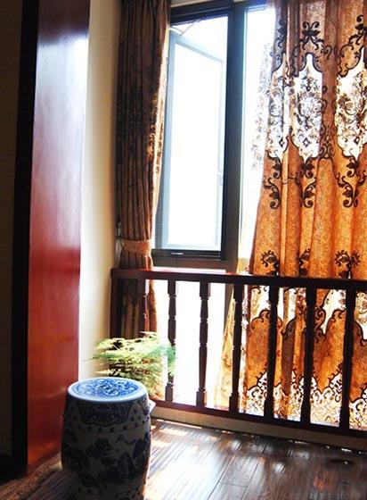 典雅中式阳台窗帘效果图