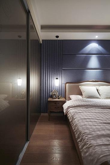 美式风格三居室装修卧室床头软包