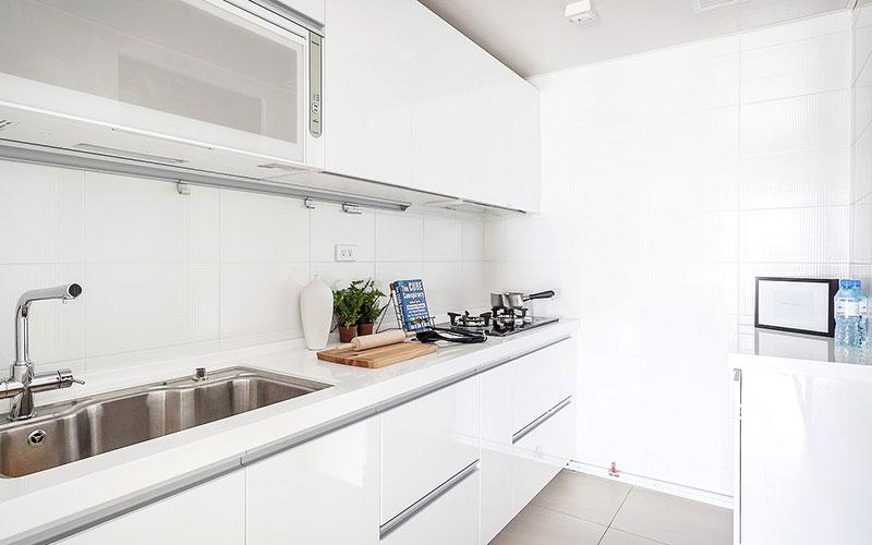 明亮简约北欧风格 白色橱柜设计