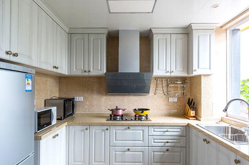美式风格厨房白色橱柜设计